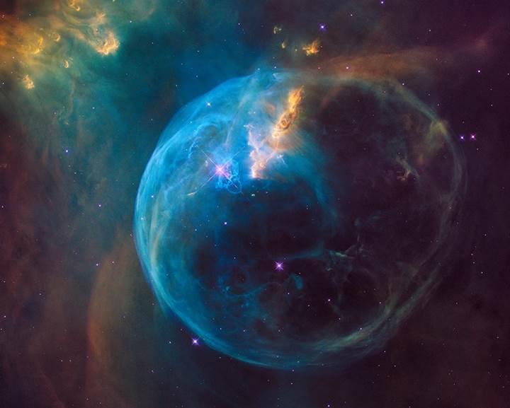 Hubble'dan inanılmaz fotoğraf: Yıldızlararası dev baloncuk