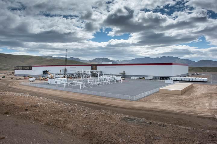 Tesla'nın devasa Gigafactory tesisinden yeni fotoğraflar var