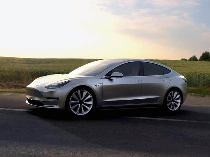 Tesla Model S'in Model 3'e dönüşümünü izleyin