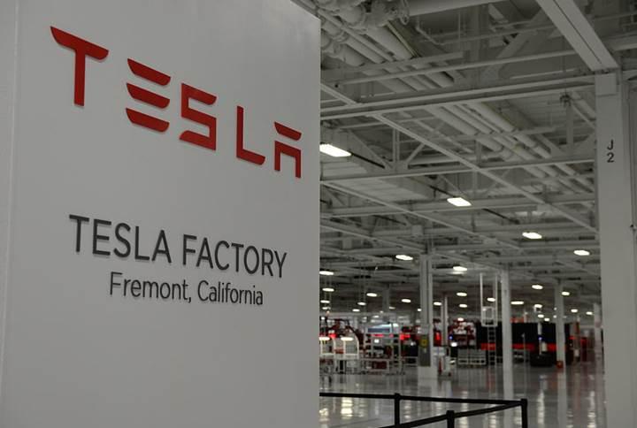 Tesla ucuz işçi kullanmakla suçlanıyor
