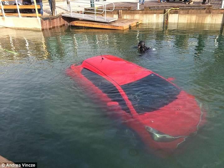 GPS'e güvendi otomobiliyle buz gibi mavi sulara gömüldü