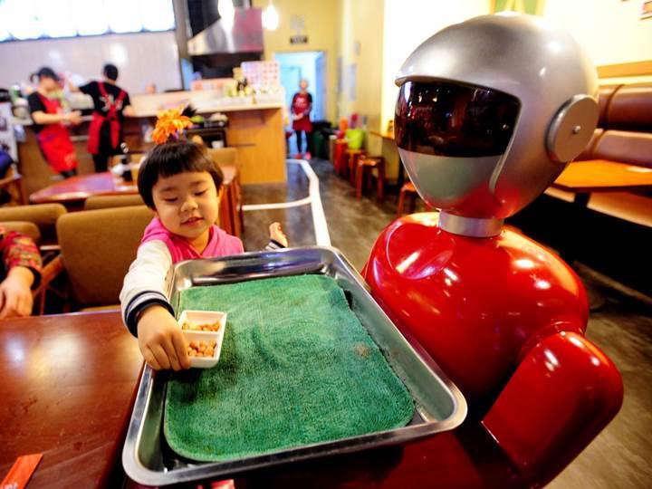 Eski McDonald's CEO'su: Robotlar saati 15 dolara işçi çalıştırmaktan daha ucuz