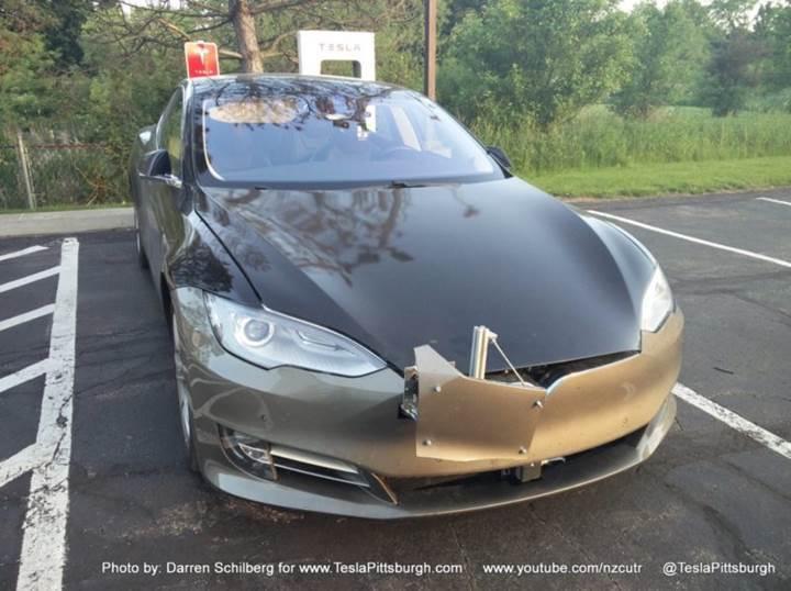 Tesla'nın Autopilot 2.0 sistemi gerçek dünyada test mi ediliyor?