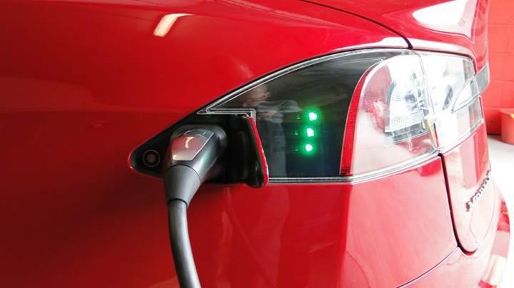 Norveç 2025 yılına kadar fosil yakıtlı araçlara yasak getirmeyi hedefliyor