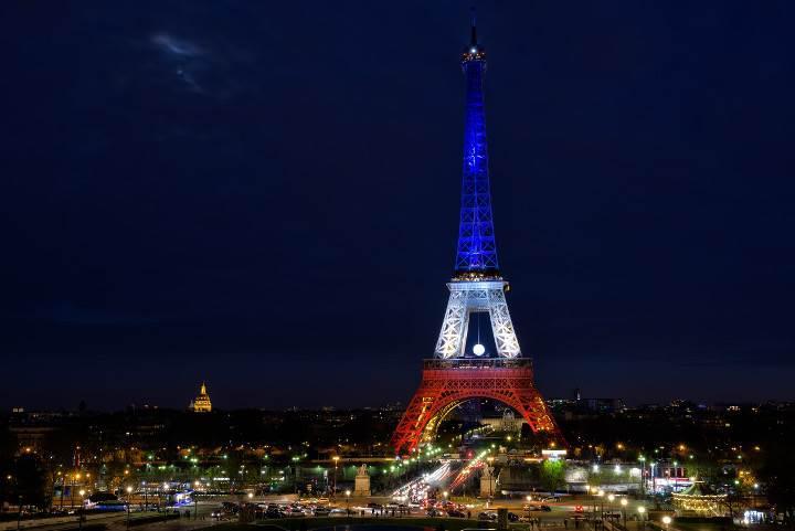 Euro 2016'da Eyfel Kulesi ülkelerin renklerine bürünecek