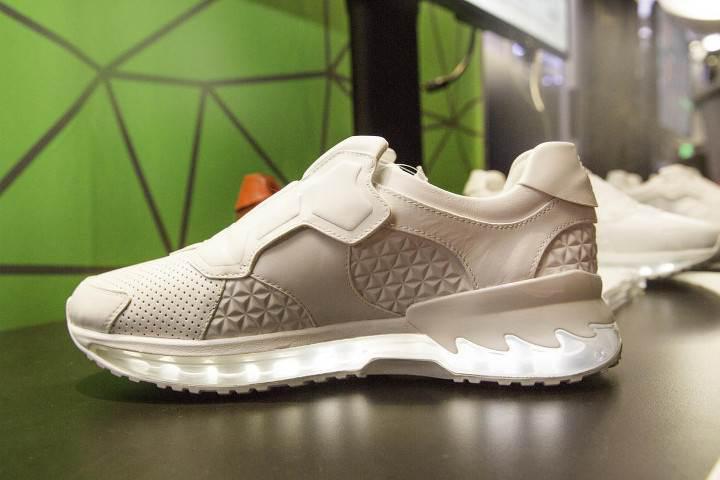 Lenovo'dan oyun kontrolcüsü akıllı ayakkabılar