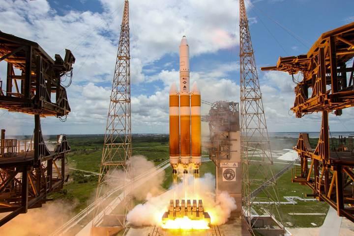Dünyanın en güçlü roketi fırlatıldı: İşte o inanılmaz görüntüler