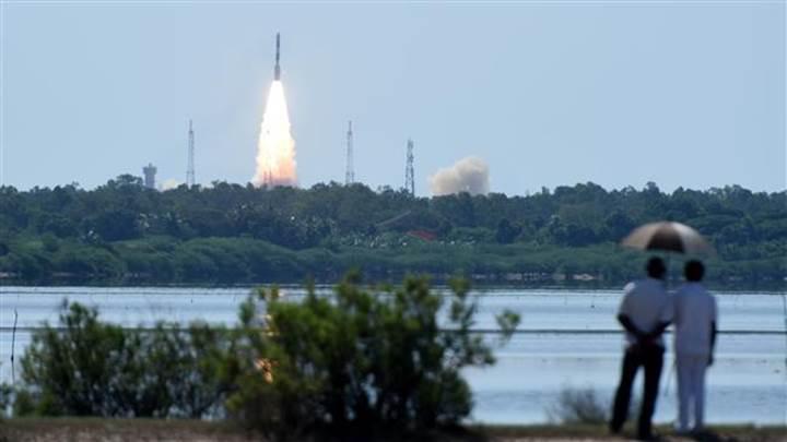 Uzayın yeni yıldızı Hindistan 20 farklı uyduyu tek bir roketle fırlattı