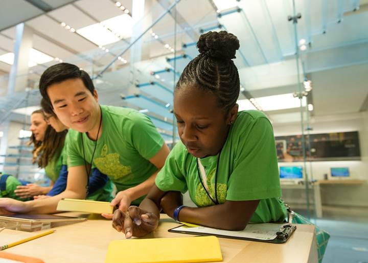 Apple'da çocuklar için yaz kampı başlıyor