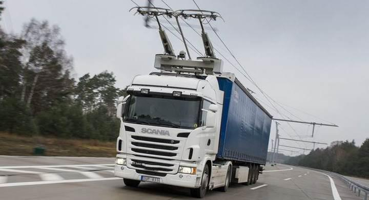 İsveç tırlar için 2 km uzunluğunda elektrikli otoyolu kullanıma açtı