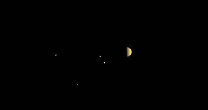 Jüpiter'in keşfine sayılı günler: İşte Juno uzay aracından ilk fotoğraf