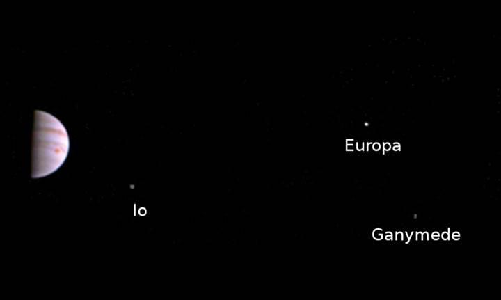 İşte Juno'nun Jüpiter yörüngesinden gönderdiği ilk fotoğraf