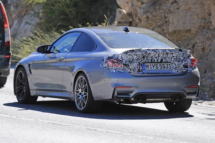 Makyajlı BMW M4 testler esnasında kamuflajlı olarak görüntülendi