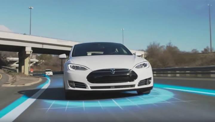 Tesla kurallara uymayan sürücüler için otomatik pilotu devre dışı bırakacak