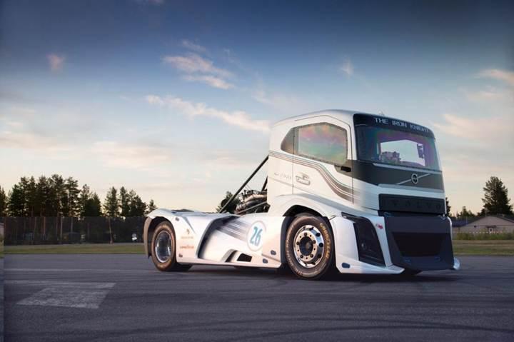 Volvo Trucks 2400 bg'lik kamyonuyla dünya hız rekorunu kırdı