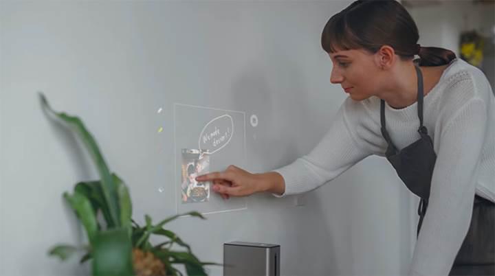 Sony'den tüm yüzeyleri dokunmatik ekrana dönüştüren projektör