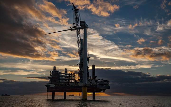 Dünyanın en büyük rüzgar türbini İngiltere denizlerine kuruldu