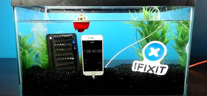 iFixit ekibi iPhone 7'yi akvaryuma attı