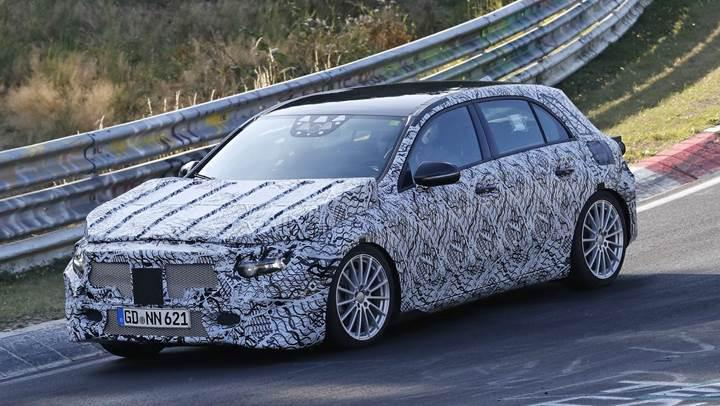 Yeni nesil Mercedes-Benz A-Class kamuflajlı olarak görüntülendi