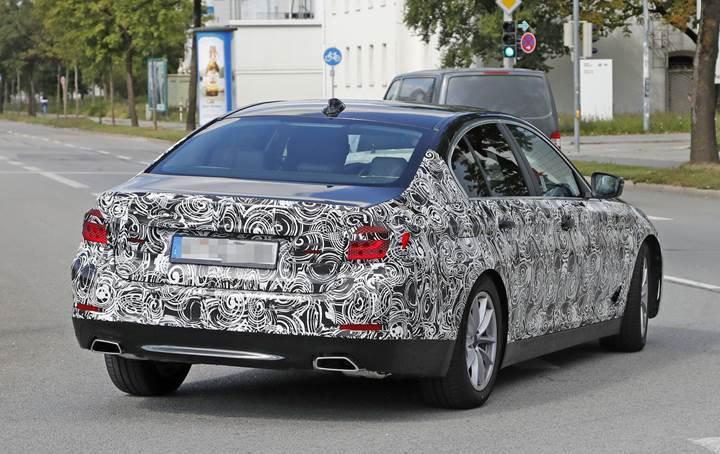 Yeni BMW 5 Serisinde yarı otonom sürüş seçeneği bulunacak
