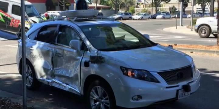 Google'ın sürücüsüz aracı başka bir trafik kazası olayına karıştı