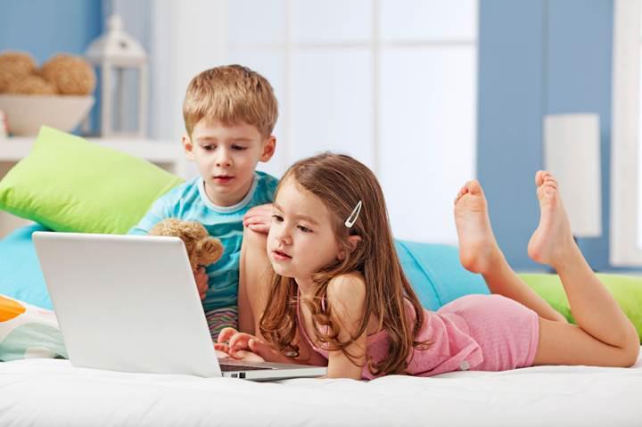 Anne babalar dikkat: Yetişkinlere yönelik sitelere giren her 10 kişiden biri 10 yaşın altında