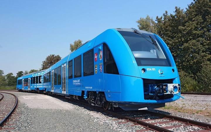 Hidrojen ile çalışan ilk yolcu treni Almanya'da tanıtıldı