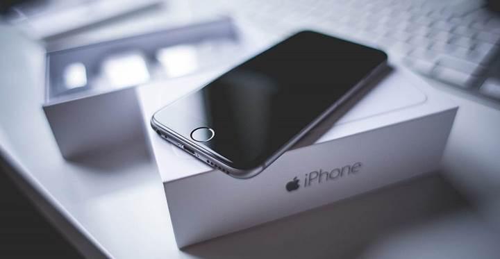 Kaçak iPhone 7'ler Türkiye'ye girerken gümrükte yakalandı
