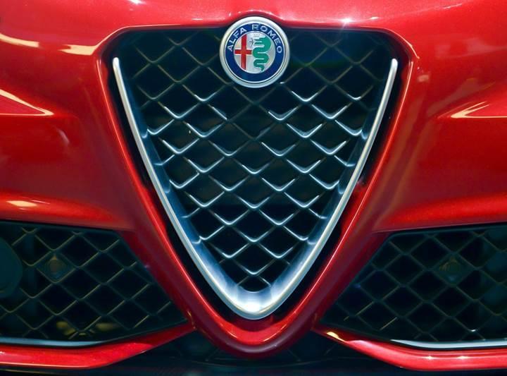 Alfa Romeo orta boy SUV Stelvio sonrası büyük boy bir SUV modeli piyasaya sürecek