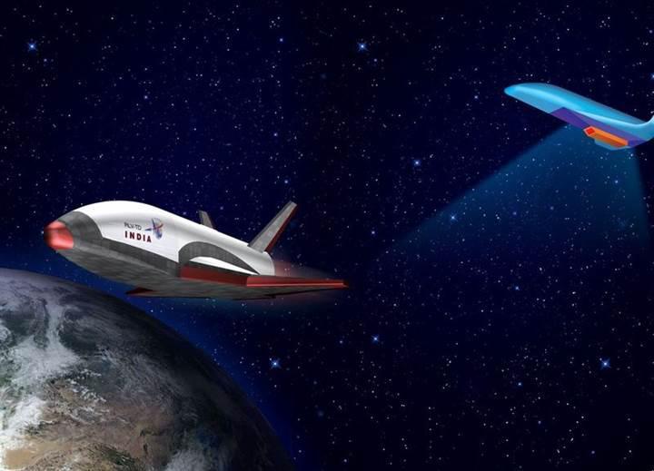 Hindistan'in tekrar kullanılabilir uzay mekiği ilk kez test edildi