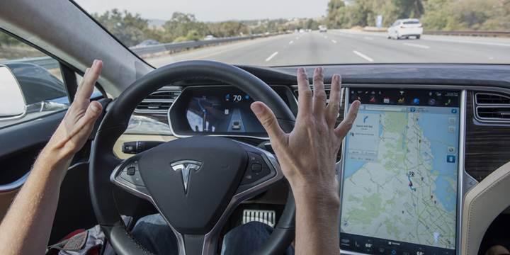 Almanya'dan Tesla'ya 'Autopilot' uyarısı