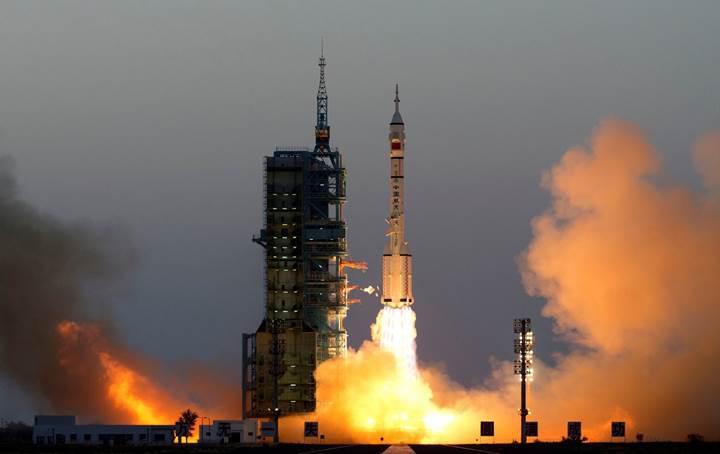 Gök Sarayı ilk misafirlerini ağırlıyor: Çin'in altıncı insanlı uzay görevi başladı (Video)