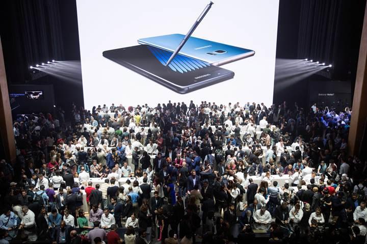 Galaxy Note 7 sahiplerine müjde: Gelecek yılın amiral gemilerinde yarı yarıya indirim var