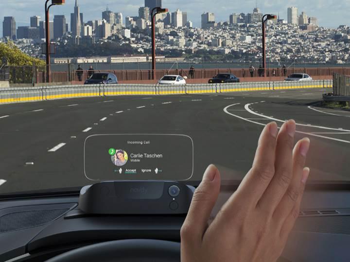 Otomobilinizi akıllı hale getirecek aksesuar: Navdy satışta