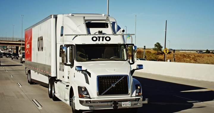 Uber'in sahibi olduğu sürücüsüz tır 'Otto' ilk teslimatını gerçekleştirdi