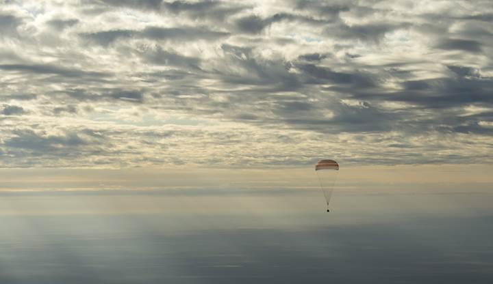 Soyuz uzay kapsülü işte böyle Yeryüzü'ne indi