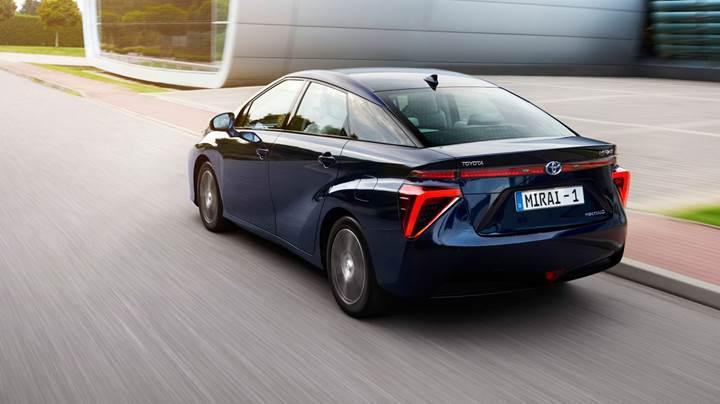 Toyota, strateji değiştiriyor: uzun menzilli elektrikli araçlar yolda