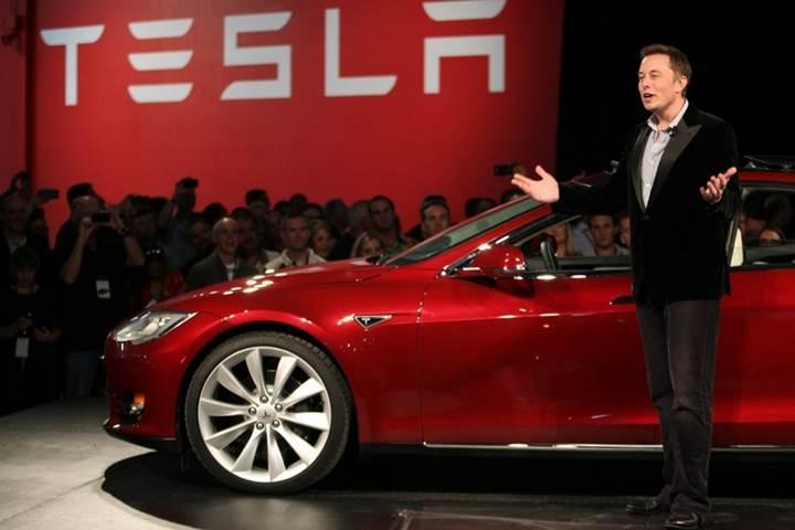 Tesla'dan etkileyici otomatik pilot videosu