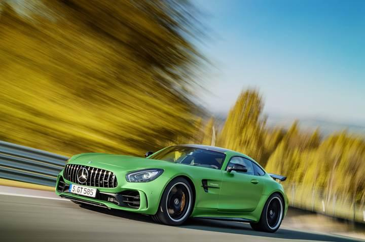 Mercedes-AMG GT R: Zorlu yarış pistlerinden şehre indi