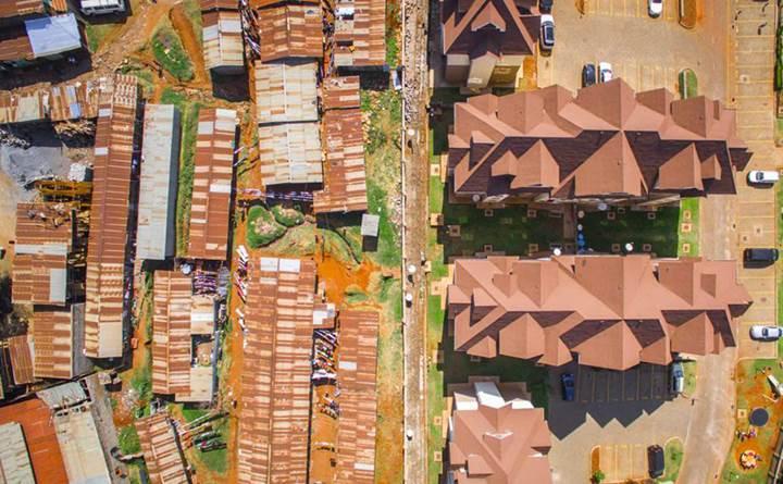 Keskin bir çizgiyle ayrılan adaletsiz yaşam koşulları drone ile görüntülendi