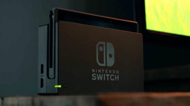 Nintendo Switch tablette farklı dock üzerinde farklı