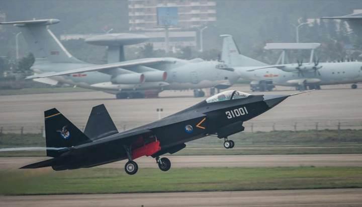 Çin'in hayalet uçağı, düşük fiyatıyla meydan okuyor