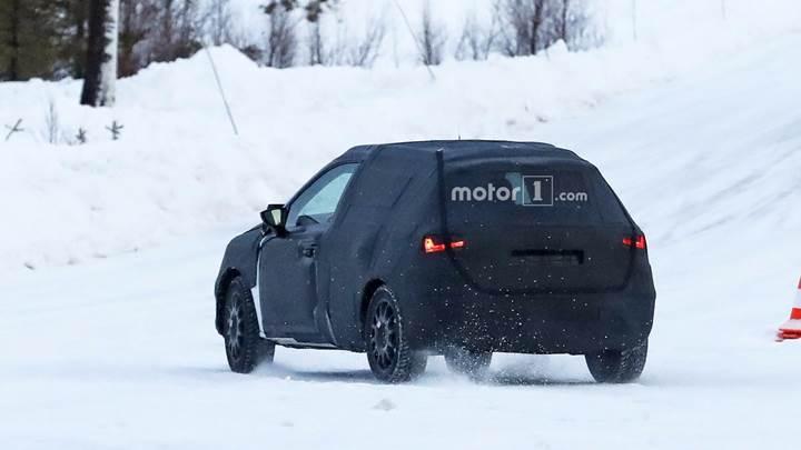 SEAT Arona kar üstünde kameralara yakalandı