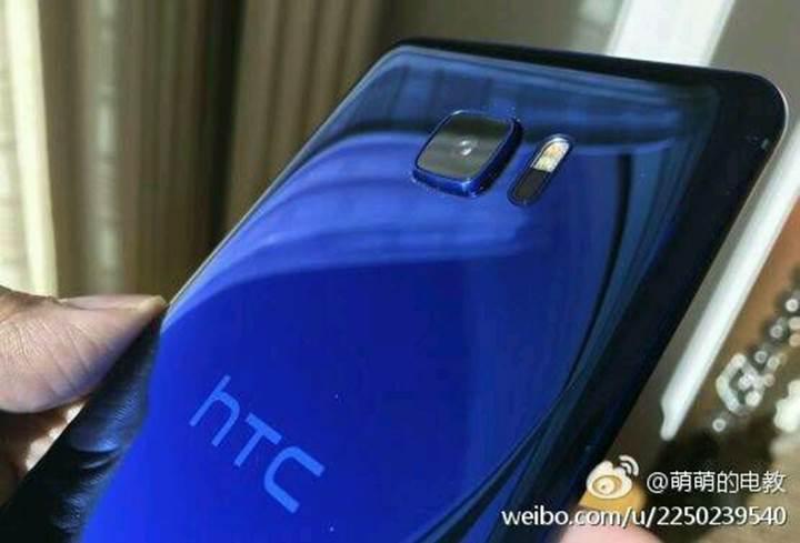 Çift ekranlı HTC telefonu internete sızdırıldı