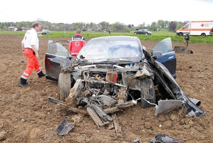 Tesla'nın kaza soruşturması tamamlandı: Otomatik pilotun kusuru yok