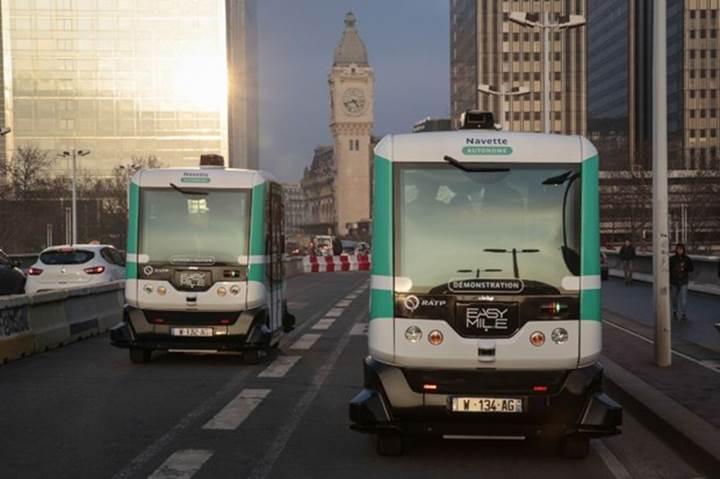 Sürücüsüz otobüsler Paris'te yola çıktı