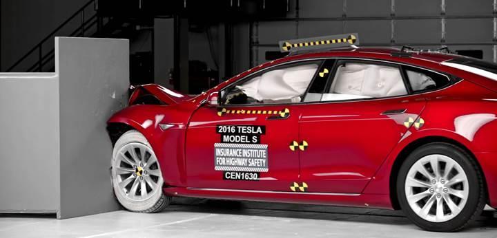 Model S çarpışma testlerinde düşük puan alınca Tesla üretimde değişikliğe gitti