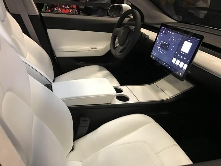 Tesla'nın uygun fiyatlı aracı Model 3'ten ilgi uyandıran görüntüler