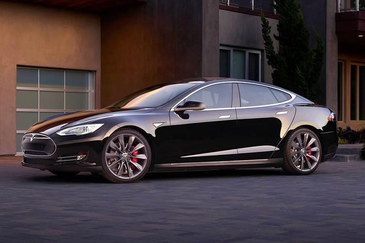 Tesla Model S yeni bir hız rekoru kırdı