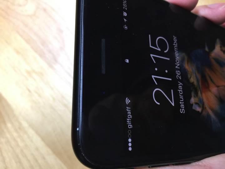 Mat siyah renkli bazı iPhone 7'lerin boyası dökülmeye başladı
